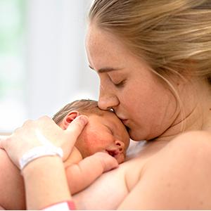 moeder met pasgeboren kind