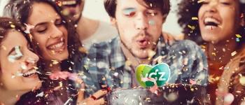 Groepje mensen viert feest met confetti en VGZ-taart