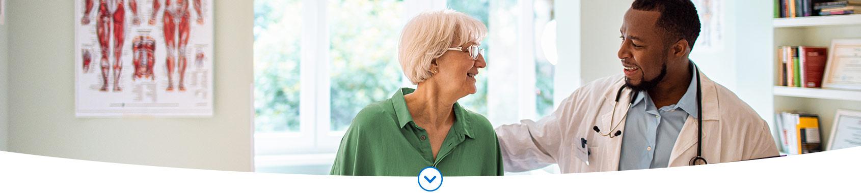 Afbeelding van mevrouw, over makkelijk kiezen voor de basisverzekering.