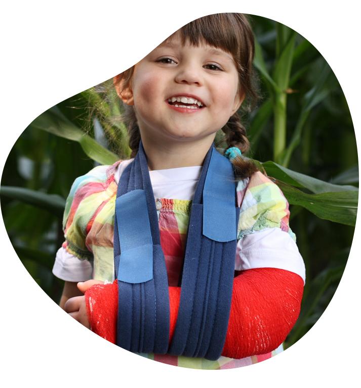 Kindje is supernblij met rood gips, wat een goed zinnige zorg initiatief dit!