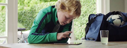 afbeelding van een kind die gebruik maakt van de luchtbrug